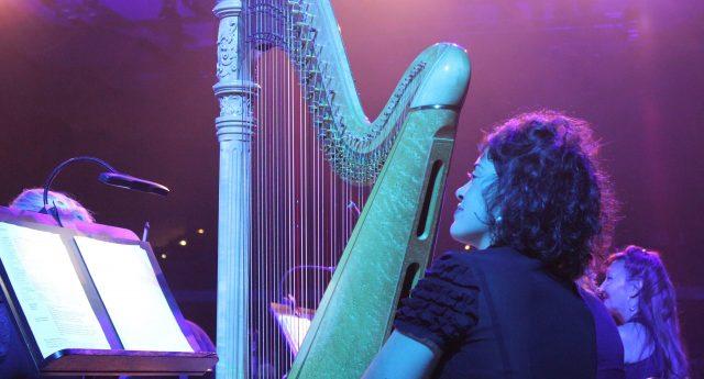 Harfe und Tasten